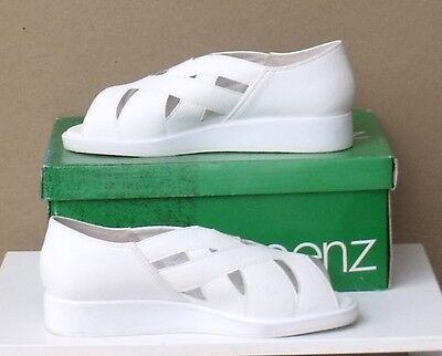 LADIES SHOES//FOOTWEAR ladies bowls shoes Joy white