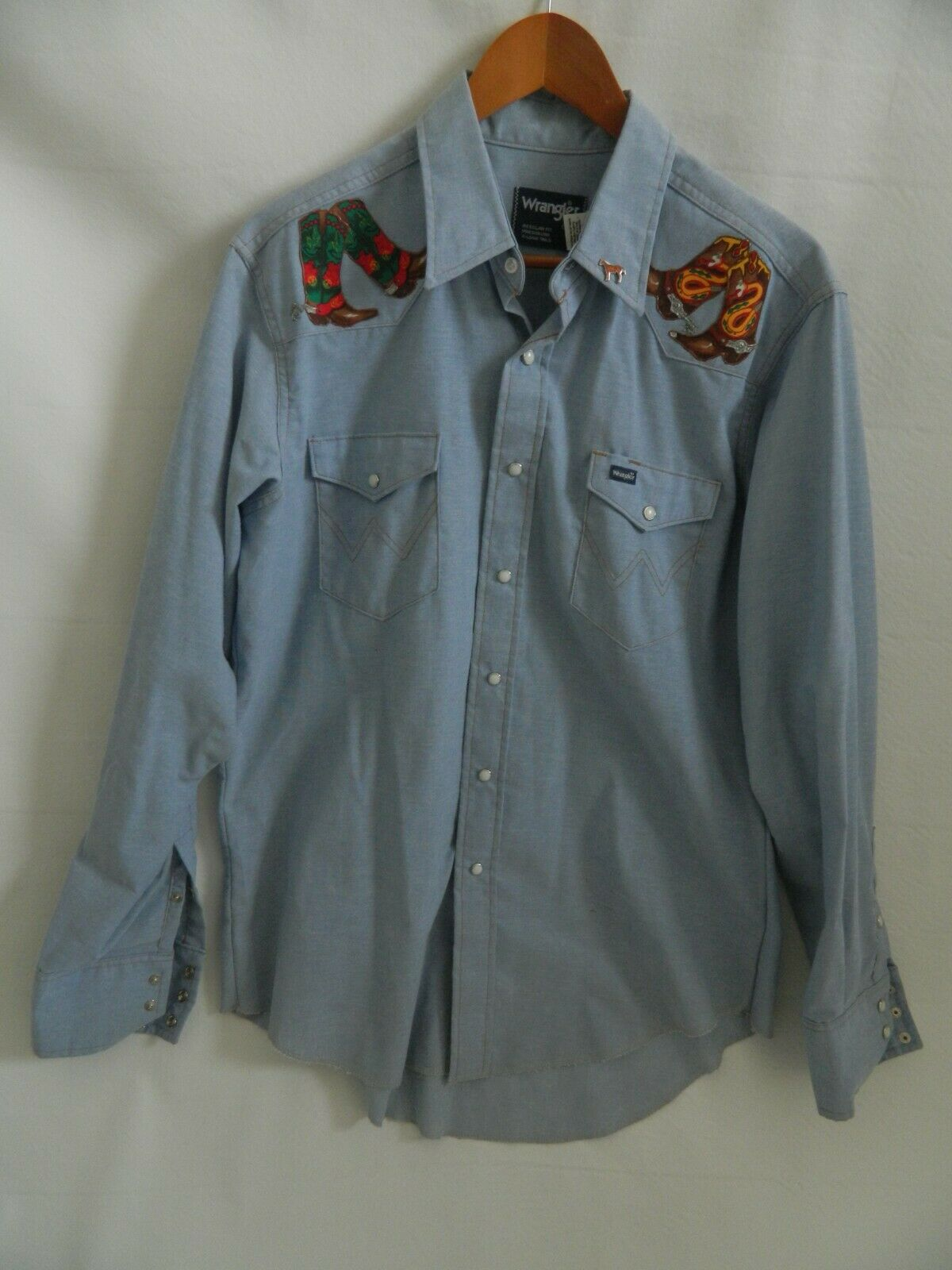 Vintage Wrangler Western Pearl Snap Shirt w\patches w\pin Size 46 Made in USA