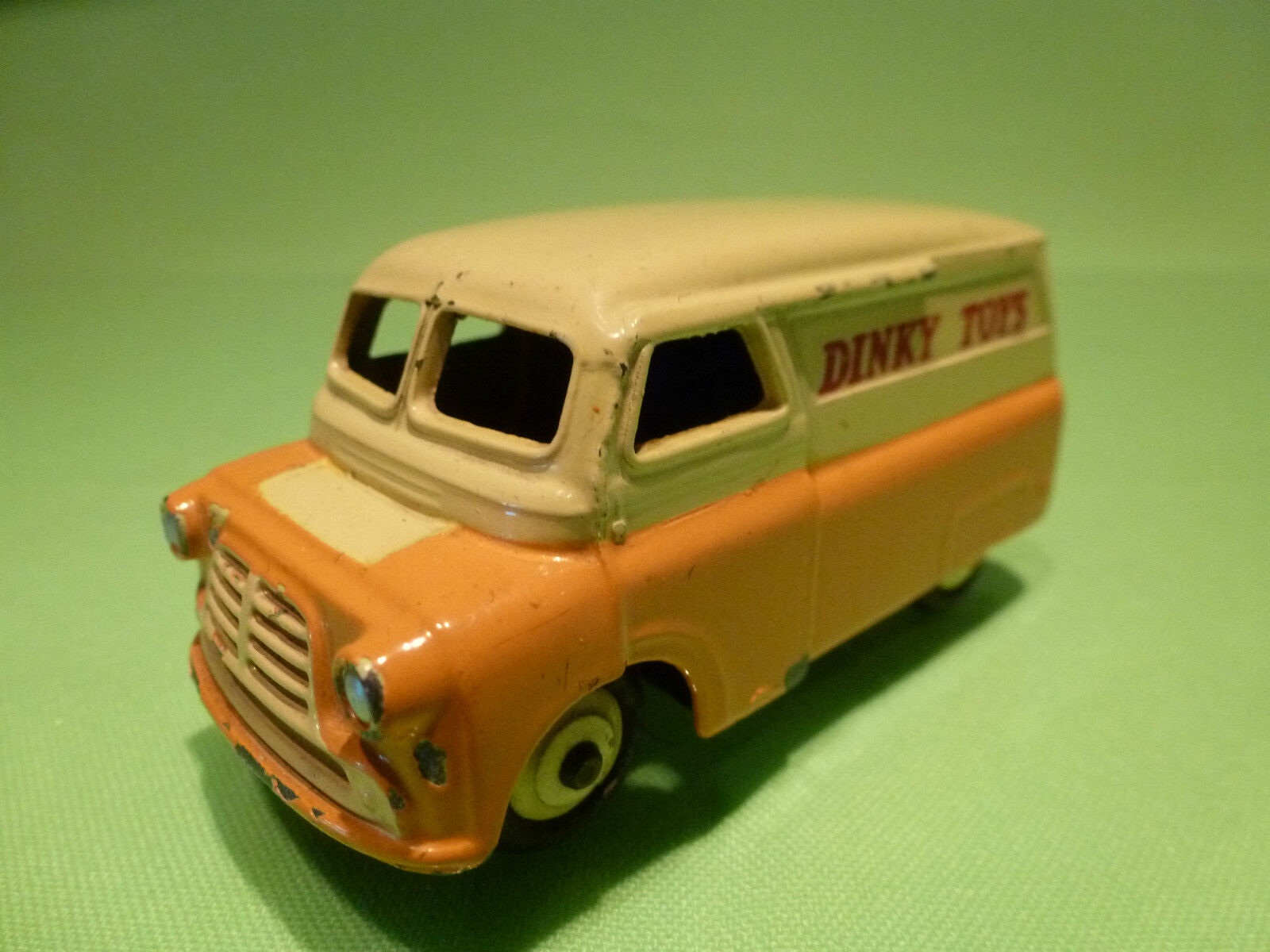 DINKY TOYS 482 BEDFORD 10CWT VAN DINKY TOYS 1 43 - RARE SELTEN - GOOD CONDITION