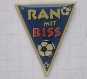 RAN MIT BISS / SAT.1 / FUSSBALL ................ Sender-Pin (167e)