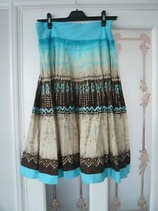 Pretty-blue-print-cotton-skirt-by-Vestry-waist-32-034