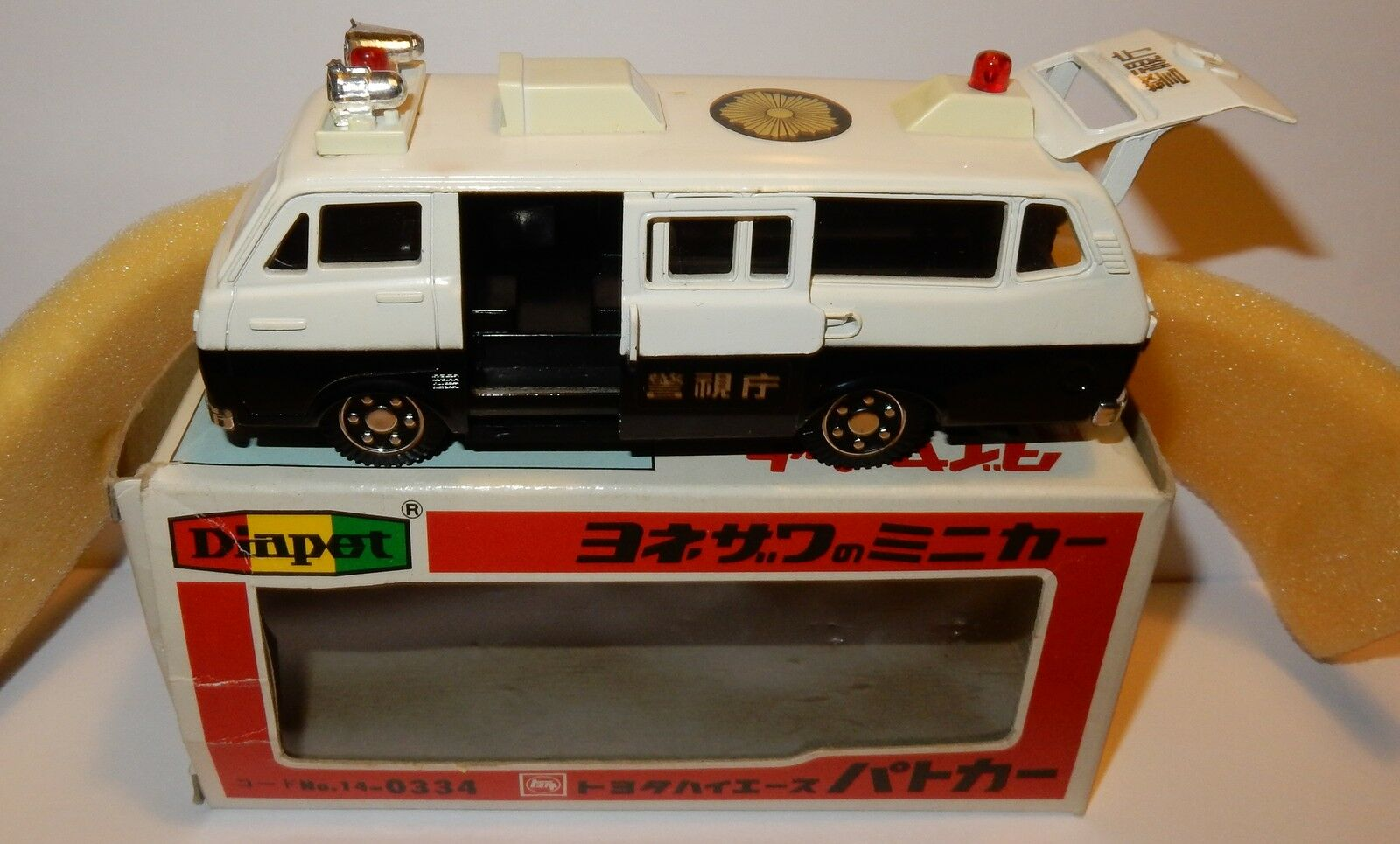 MADE JAPAN DIAPET YONEZAWA TOYS TOYOTA HIACE POLICE BUS 1975 REF 334 = P42