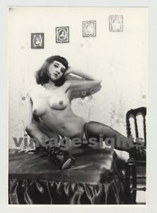 Nude-Bettie-Page-Lookalike-Stockings-Bush-Firm-Boots-Vintage-Photo-1960s