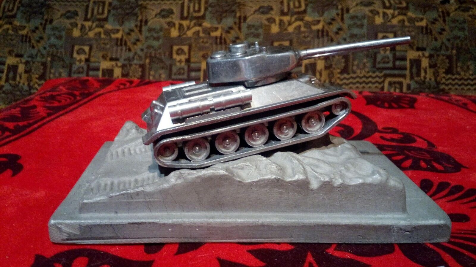 Collection souvenir tank tank T-34. made in USSR