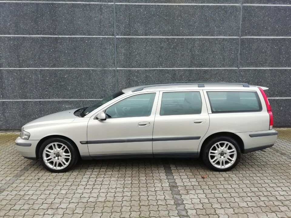 Volvo V70 2,4 T 200 aut. Benzin aut. Automatgear modelår