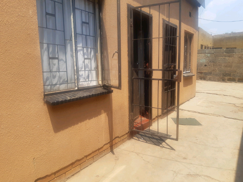 2bed house in Tembisa straightline