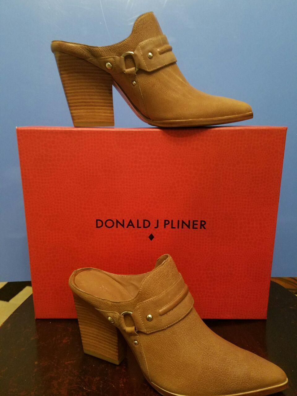 incredibili sconti NWB Donna Donna Donna  Donald J Pliner VERO2 Calf Leather Mule Taupe Waxy C Dimensione 6M  scelta migliore