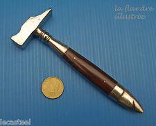tout petit et joli marteau ancien pour ouvrir les boîtes de cigares
