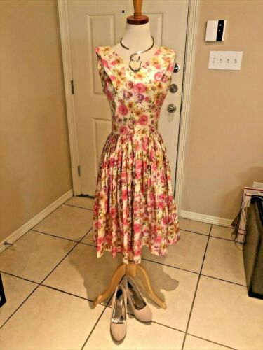 Vintage 1950s Floral Dress Size Small with Accesso