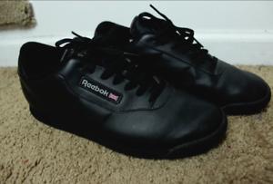 09e01c03887 Reebok Classic Men s Size 11 Black Leather Shoes Sneakers