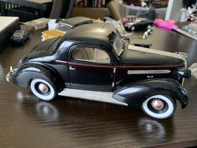 Signature Models 1/18 Scale 1936 Pontiac Deluxe For Parts Junkyard Diecast