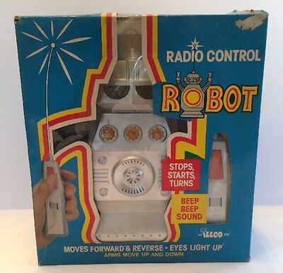 Illco Radio Control Robot An Illfelder Toy Co Inc New York Moves Light & Sound