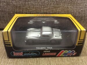 TRIUMPH-TR3A-SILVER-RED-INTERIOR-1-43-JOUEF-EVOLUTION-DIE-CAST-MODEL-BOXED