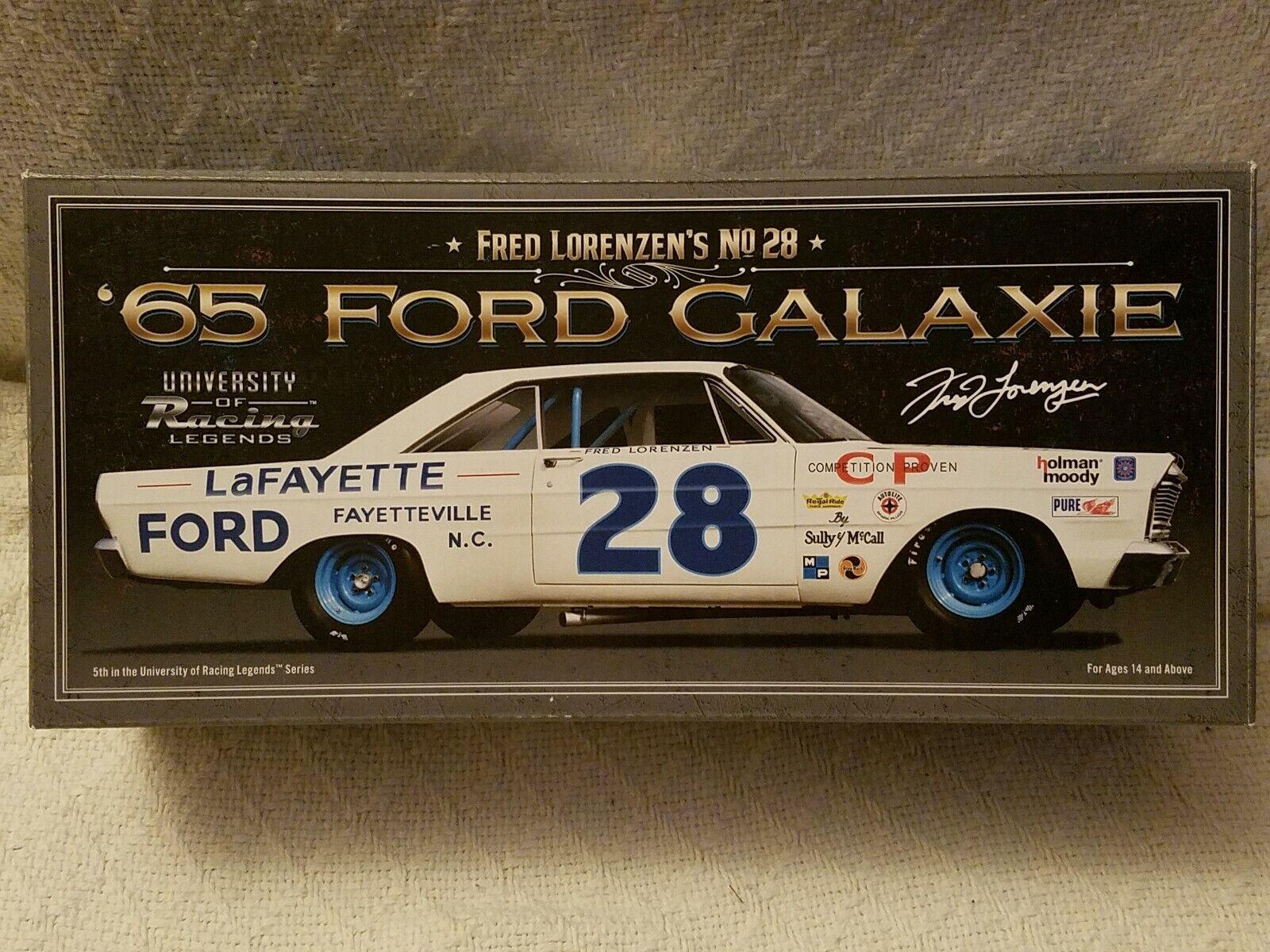 1 24 F. Lorenzen  28 1965 FORD GALAXIE University of Racing Legends dédicacé