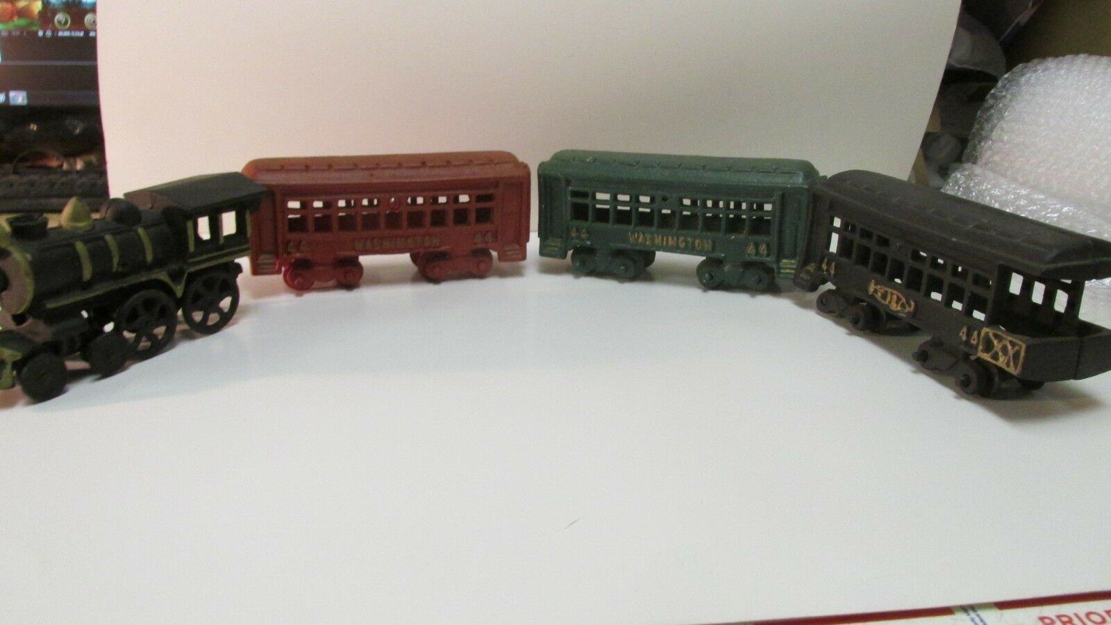 Vintage Cast Iron 4 Car Washington 44 Railroad Train Engine Set dc2344