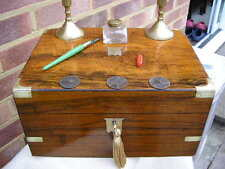 CLASSIC 1880 FIGURED WALNUT BRASS INLAY WRITING SLOPE BOX INK WELL CANDLE STICKS