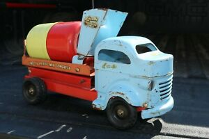 Lincoln-Toy-Diesel-Cab-Cement-Mixer-Deliver-Truck-Made-in-Canada-pressed-steel