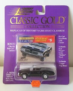 Johnny-Lightning-Classic-Gold-Collection-1970-Olds-442-Executive-1-64-diecast