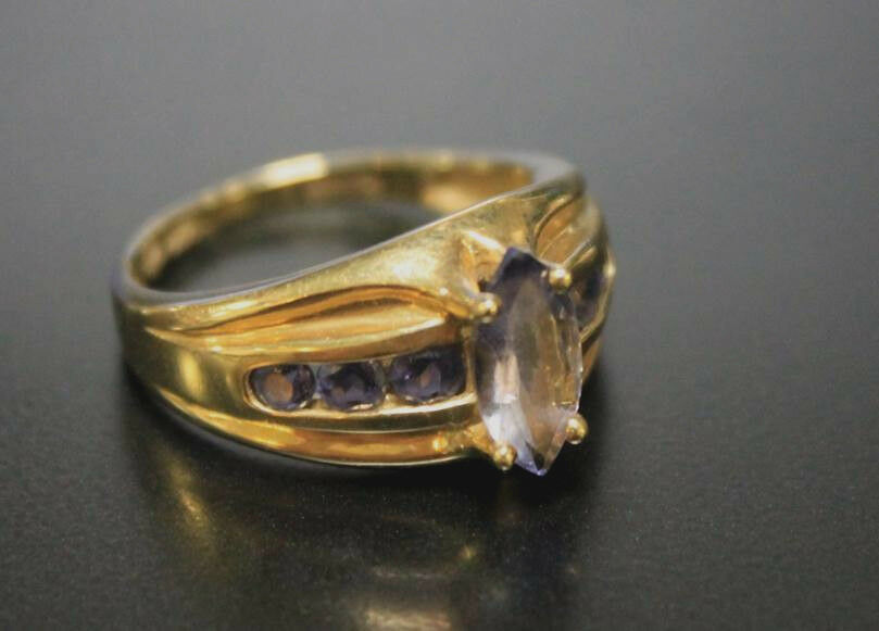 14kt Yellow gold Ring Marquise Tanzanite bluee Size 7