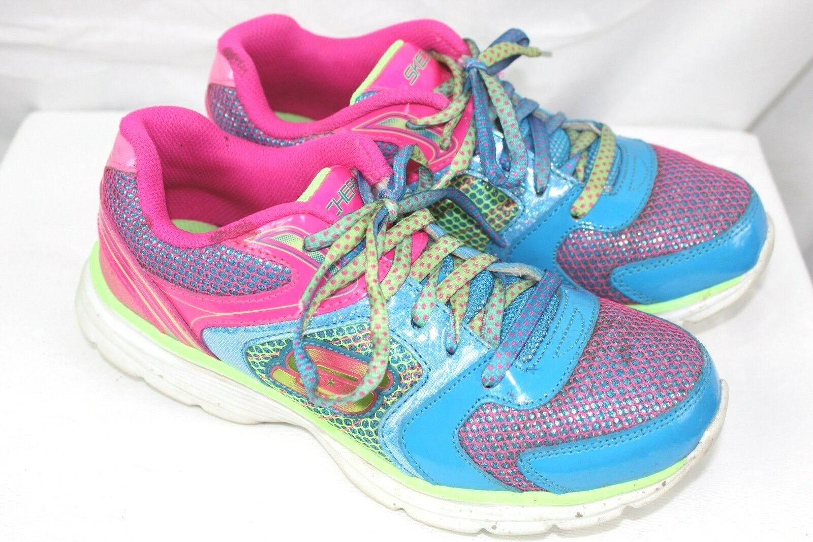 Sketchers brand girls or  womens athletic sneakers size 5 leather + fabric  WH10