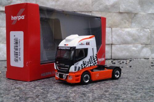 "Herpa  Iveco Stralis Highway XP 2 achs Zugmaschine  /""Schwabentruck/"""
