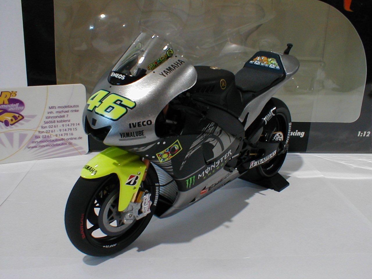 Minichamps 122133956 - Yamaha YZR-M1 No.46 Testbike Sepang 2013 V.Rossi 1 12