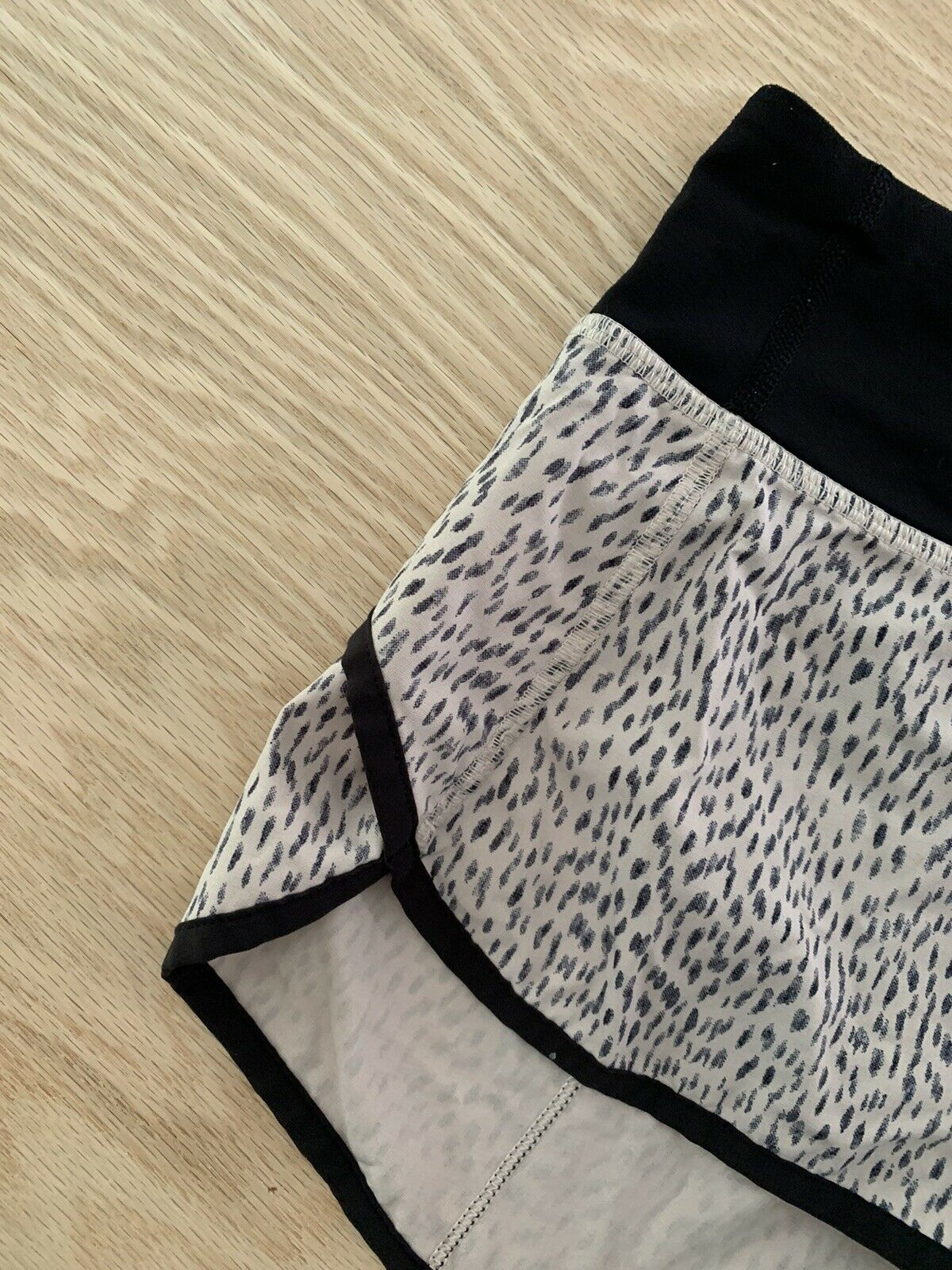 "Lululemon Speed Shorts Size 4 Reg 2.5"" Dottie Das… - image 4"
