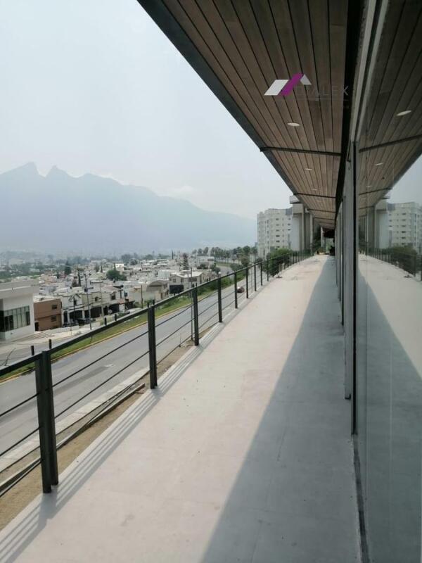 OFICINAS Y LOCALES EN AV. FUNDADORES - Venta o Renta Monterrey N.L.