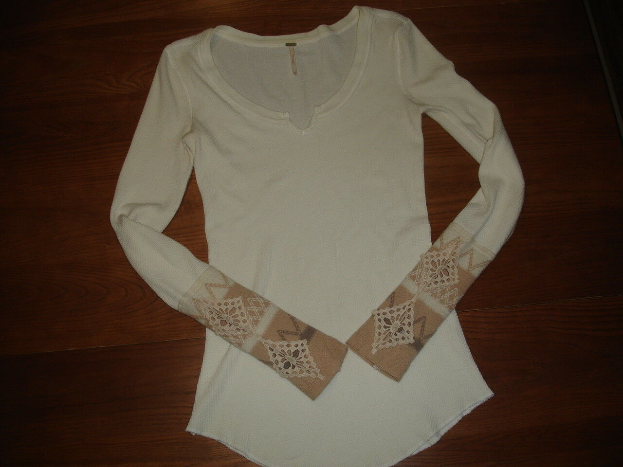 FREE PEOPLE IVORY BEIGE KOMBUCHA EMBROIDERED CROCHET SLEEVE WAFFLE THERMAL - XS