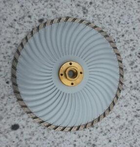 180-mm-Diamantscheibe-Diamant-Trennscheibe-Turbo-Granit-Beton-mit-Flansch-M-14