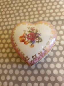 Vintage-PM-Dresden-GDR-Heart-Shaped-Porcelain-Trinket-Box-Pink-Gold-amp-Floral