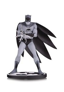 BATMAN-BLACK-amp-WHITE-STATUE-JIRO-KUWATA-DC-COLLECTIBLES-SUPERMAN-WONDER-JUSTICE