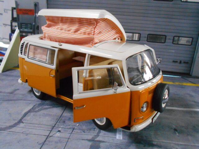 VW VOLKSWAGEN BUS t2 a t2a Camper anno di costruzione 1967 - 1970 Arancione Campeggio Schuco 1:18