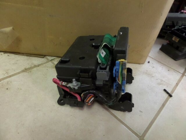 Gmc Envoy Fuse Box Relay Junction Block Panel Compartment Oem 05 06 07 08 09
