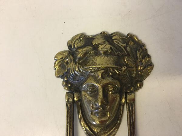 Avere Una Mente Inquisitrice Vintage Ottone Antico Batacchio W/ Man's Face Decorazione