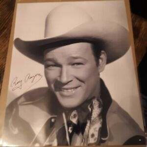 8X10 SIGNED PHOTO OF ROY ROGERS
