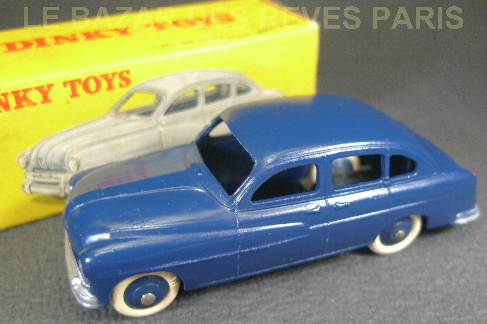 DINKY TOYS FRANCE. FORD VEDETTE .  REF  24 X + boite.