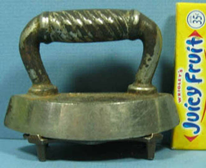 VERY OLD TOY IRON WITH ORIG TRIVET BEATUIFUL PAIR 3 1 2  LONG T87