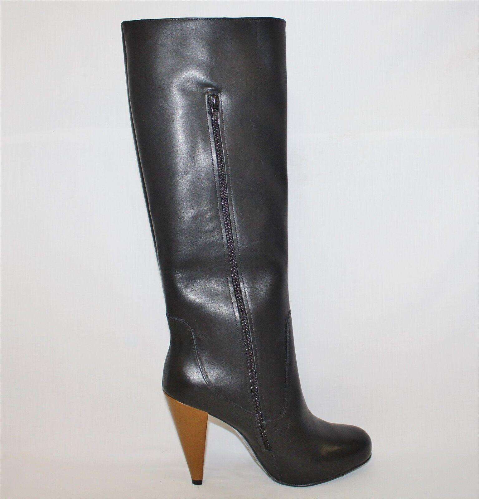Noble botas de cuero en color negro con un pequeño oculta plataforma