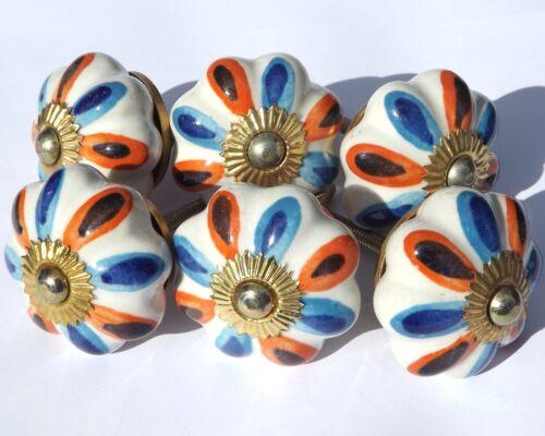Céramique Boutons de fleurs blanches avec bleu et orange pétales Laiton Visserie x 6