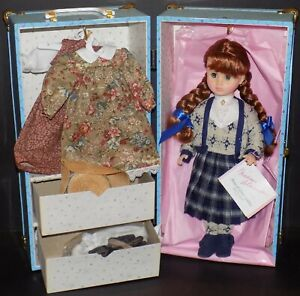 MADAME-ALEXANDER-ANNE-OF-GREEN-GABLES-GOES-TO-SCHOOL-DOLL-AND-TRUNK-SET-1579