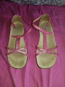 clarks-ladies-size-4-PINK-strap-shoe-large-heel-sandals
