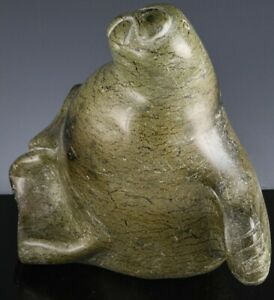 V-FINE-LARGE-VINTAGE-ARTIST-SIGNED-INUIT-CARVED-SOAPSTONE-WALRUS-SEAL-SCULPTURE