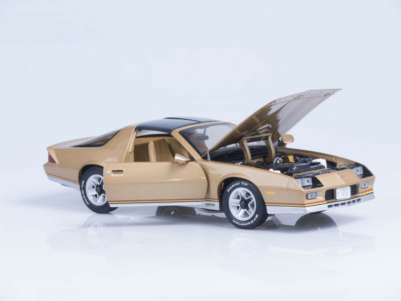 Scale model 1 18 1982 1982 1982 Chevrolet Camaro - gold d4d9f8
