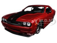 2008 Dodge Challenger Srt8 Red classic Muscle 1/24 Diecast By Maisto 31327