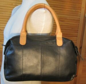 039-Pieces-039-black-leather-tote-Shoulder-bag-tan-handles