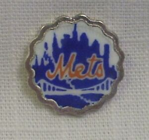Vintage REU Enamel - New York Mets - Bell Shield/Emblem to Apply - Crafting