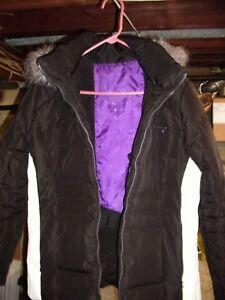 pour capuche synthétique avec Manteau fourrure Klein femme Performance bordure Calvin noir veste large en xBBqIYHF