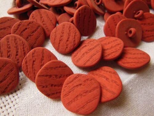 lot 12  boutons Rouge carré  à pied couture mercerie diamètre 1,5 cm TA