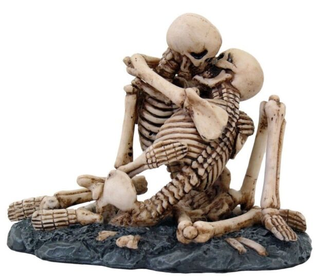 Halloween Horror Decor Love Never Die Series Skeleton French Kissing Figurine